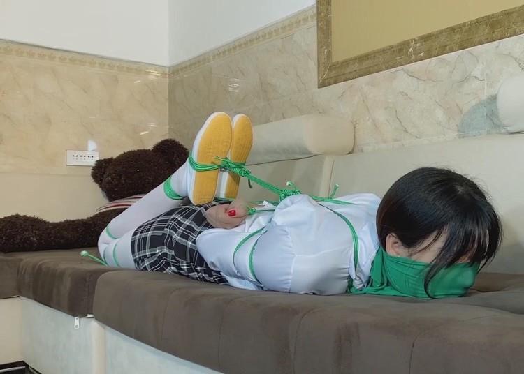 紧缚日记 (紧缚女性美三部曲)【素素】白格子衬衣,绿色绳子驷马捆绑挣扎