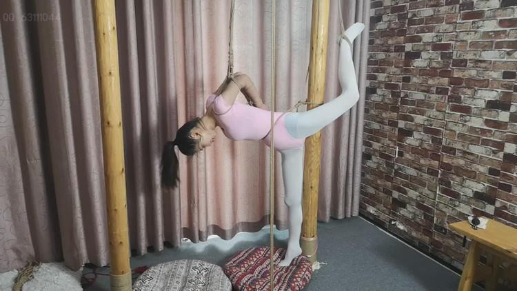 【随心原创】雅思粉色体操服 白衬衣直臂单腿固定,自我捆绑的真实记录